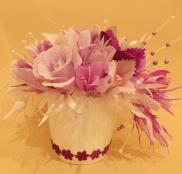 Ziedu vāze ar konfektēm